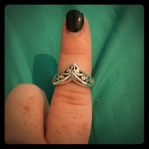Jewelry - Sterling silver filigree Chevron Ring